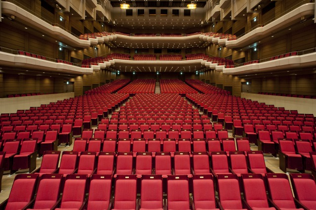 オーチャードホール で行われる公演に折り込む【10月】のチラシ画像